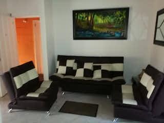 Una sala de estar llena de muebles y una pintura en Casa en Guayabalia, Itagui - Tres alcobas