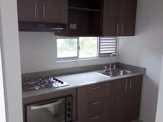 Una cocina con una estufa y un fregadero en Apartamento en Las Antillas - Envigado,  Cuenta con dos habitaciones