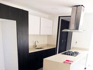 Cocina con nevera y microondas en Apartamento 103 mt2-El Estadio-Florida Nueva,3 Habitaciones
