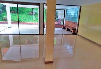 Casa 230 mt2-Ubicado en el Poblado- Loma del Indio,3 Habitaciones.