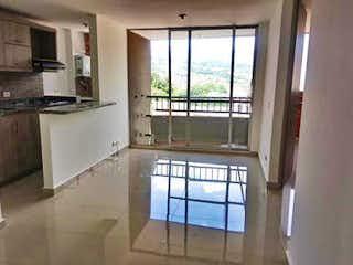 Una cocina con una ventana, un lavabo y una ventana en Apartamento 54 mt2- Ditaires, 2 Habitaciones-2 Baños