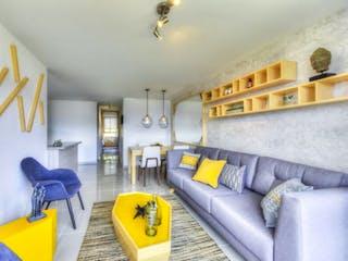 Una sala de estar llena de muebles y una ventana en SELVATICA