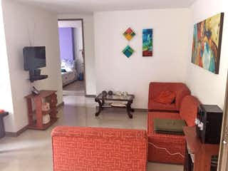 Una sala de estar llena de muebles y una televisión de pantalla plana en Apartamento 87 mts2-Ubicado en Laureles-san Joaquin,3 Habitaciones.