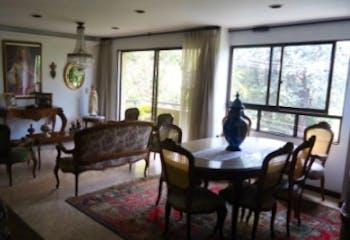 Apartamento En San Lucas - El Poblado, cuenta con tres habitaciones.