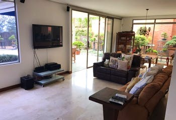 Casa en Loma de Benedictinos, Envigado - 300mt, tres alcobas, terraza