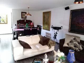 Una sala de estar llena de muebles y una televisión de pantalla plana en Jerez de la Frontera