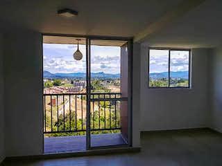 Una ventana con una vista del océano en Manzanillos