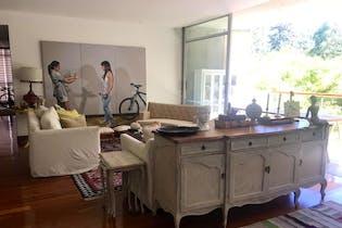 Apartamento en El Tesoro, Poblado - 281mt, tres alcobas, balcón