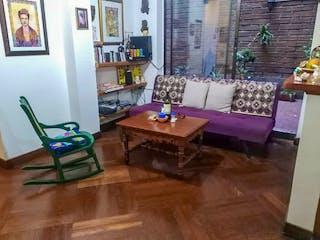 Una sala de estar llena de muebles y una mesa en Apartamento en Prado, Candelaria - Dos alcobas