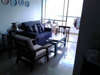 Una sala de estar llena de muebles y una ventana en SAN SILVESTRE
