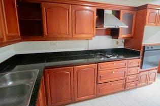 Apartamento en El Tesoro, Poblado - 240mt, tres alcobas, balcón