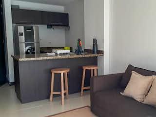 Una sala de estar llena de muebles y una ventana en Rio Verde