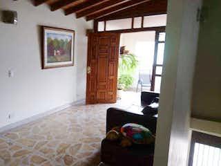 Una imagen de una sala de estar con un gran ventanal en No aplica