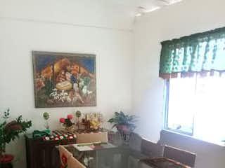 Un grupo de personas sentadas en una mesa en una habitación en No aplica