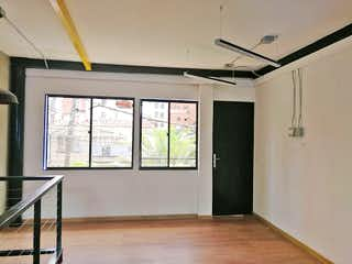 Una habitación que tiene una ventana en ella en Casa en Las Acacias, Laureles - Cuatro alcobas