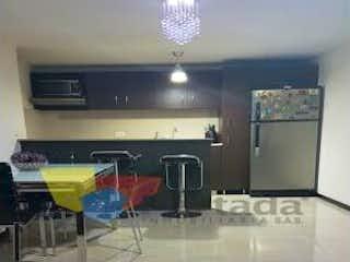 Un cuarto de baño con lavabo y un espejo en Apartamento en Cuarta Brigada, Estadio - Tres alcobas