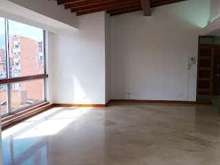 Un cuarto de baño con un inodoro y un lavabo en PORTON DE SANTA TERESA