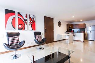 Apartamento en Loma del Indio, Poblado - 78mt, tres alcobas, balcón