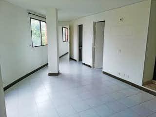 Un cuarto de baño con dos lavabos y una ducha en Apartamento en venta en Rosales, 70mt