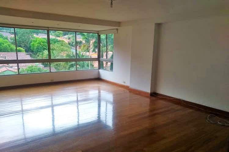 Portada Apartamento en El tesoro, Poblado - 275mt, cuatro alcobas, balcón