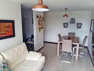 Una sala de estar llena de muebles y una mesa en Apartamento en El Rincon, Belen - 62mt, tres alcobas, balcón