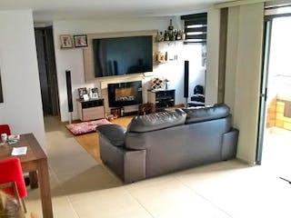 Una sala de estar llena de muebles y una chimenea en Apartamento en venta en Norteamerica - 68mt, dos alcobas, balcón