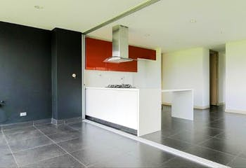 Apartamento en Los Balsos, Poblado - 89mt, dos alcobas, balcón