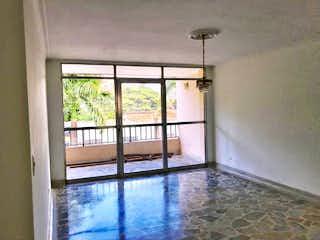 Una ventana que está en una habitación pequeña en Apartamento en Las Acacias, Laureles - Dos alcobas