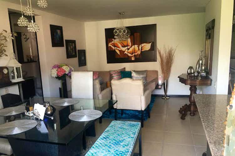Portada Apartamento En El Carmelo - Sabaneta, cuenta con tres habitaciones