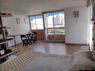 Una sala de estar llena de muebles y una mesa en Galerie 51