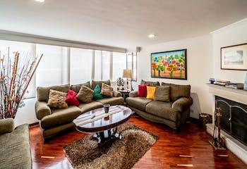 Penthouse en Chico Norte lll, Bogota - cuatro alcobas, sala con chimenea
