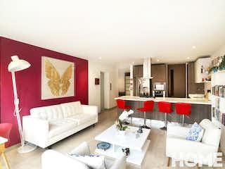 Una sala de estar llena de muebles y una gran ventana en Apartamento de 1 habitacion en Virrey, Amoblado