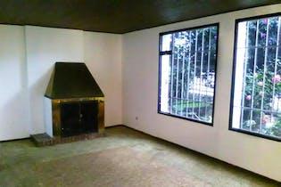 Casa En Bogota - Pontevedra, cuenta con dos niveles