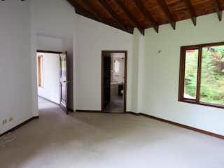Una vista de una sala de estar y comedor en  Conjunto Sikasue
