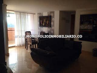 Una foto en blanco y negro de una sala de estar en Arboleda de Rodeo