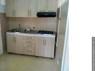 Un cuarto de baño con lavabo y un espejo en Casa en Girardot, castilla, 4 Habitaciones- 100m2.