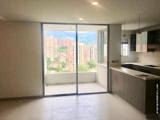 Una vista de una cocina con un gran ventanal en Apartamento en venta en Mesa, de 101mtrs2
