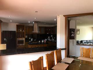 Cocina con nevera y horno de fogones en Casa en La Balsa, Chia - 230mt, tres alcobas, terraza