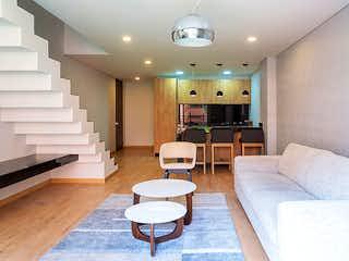 Una sala de estar llena de muebles y una televisión de pantalla plana en Icono 77