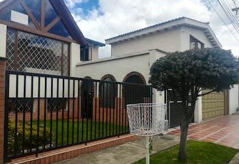 Casa en Colina Campestre, Spring, Bogota- con 3 habitaciones- 298m2.