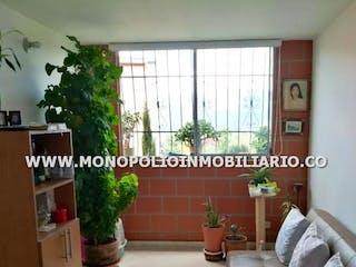 Una sala de estar llena de muebles y una gran ventana en VILLA ELOISA 200