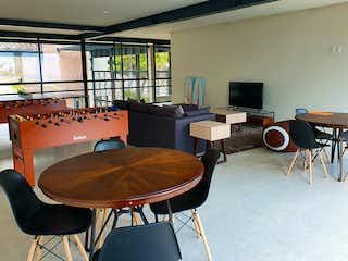 Una sala de estar llena de muebles y una televisión de pantalla plana en San Isidro 680
