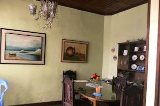 Casa en Lorena, Laureles - 340mt, dos niveles, terraza