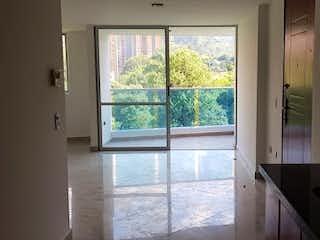 Un baño con un gran ventanal y un gran ventanal en  URB MATTIZ