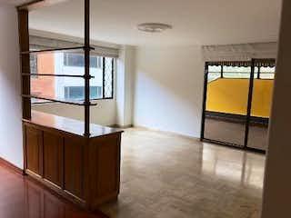 Una vista de un dormitorio con una puerta corredera de cristal en Apartamento en Chico Reservado, Chico - 169mt, tres alcobas, chimenea