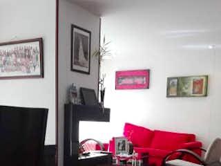 Una sala de estar llena de muebles y una televisión de pantalla plana en Apartamento en Santa Helena, Colina Campestre - 133mt, tres alcobas, chimenea