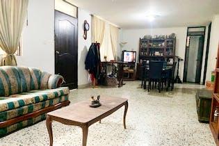 Casa en Las Acacias, Laureles - 160mt, cinco alcobas, patio