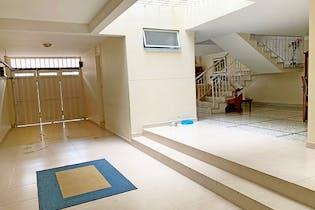 Casa en Laureles-La Castellana, con 6 Habitaciones - 144 mt2