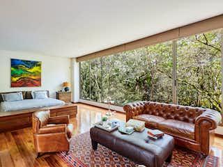 Una sala de estar llena de muebles y una televisión de pantalla plana en Casa en Alto de las palmas,Sanzibar con lujosos acabados y muy amplio espacios