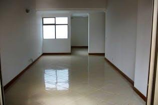 Apartamento En Zuñiga - Envigado, cuenta con cuatro habitaciones y dos niveles